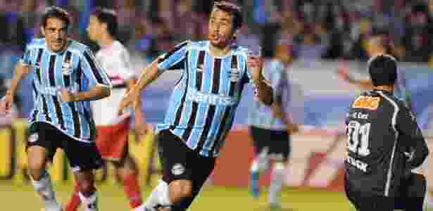 Douglas ignora vaias em nova resposta no Grêmio