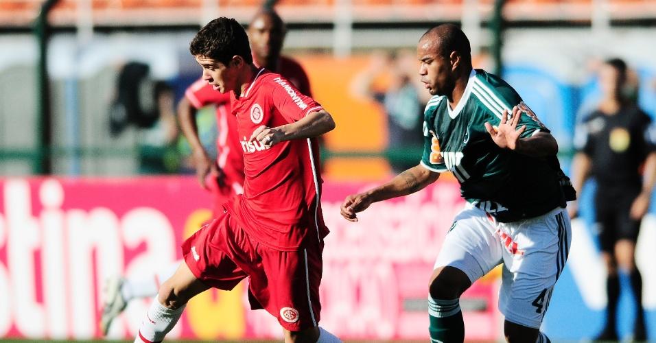 Meia Oscar do Inter na partida contra o Palmeiras no Pacaembu (11/09/2011)