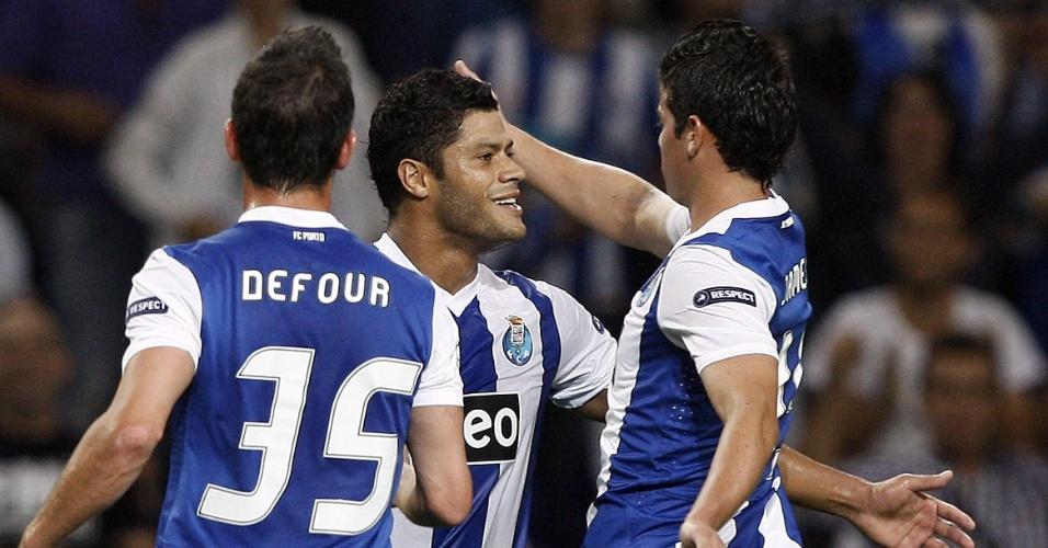 Hulk comemora gol do Porto com os companheiros Defour e James Rodriguez (12/09/2011))