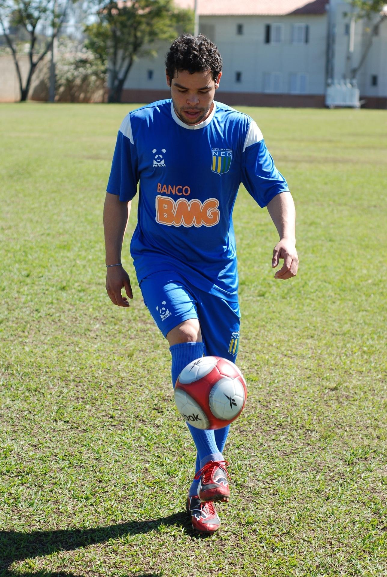 Kerlon, atacante do Nacional, de Nova Serrana/MG (01/07/2011)