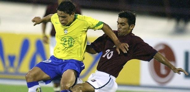 Kerlon, em jogo da seleção brasileira sub-17, em 2005