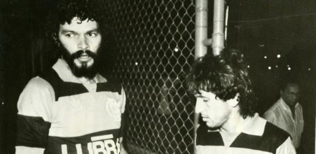Sócrates e Zico são fotografados no Flamengo, em 1985, na volta do Doutor, vindo da Itália
