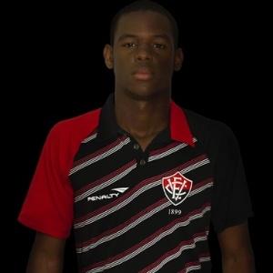 Romário, lateral direito do Vitória