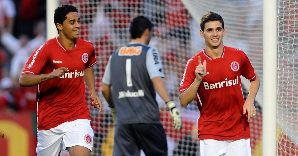 Oscar comemora seu oitavo gol pelo Inter no Brasileirão, em cima do Coritiba (18/09/11)