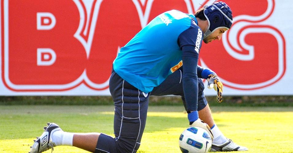 Goleiro Fábio durante treino do Cruzeiro na Toca da Raposa II (15/9/2011)