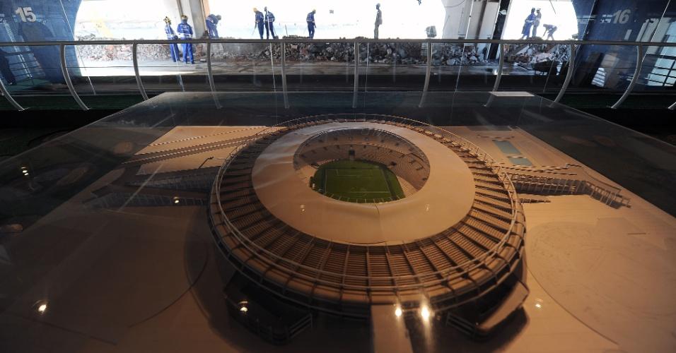 Maquete mostra como ficará o Maracanã após reforma para a Copa-2014; operários retomaram trabalhos após greve (19/09/11)