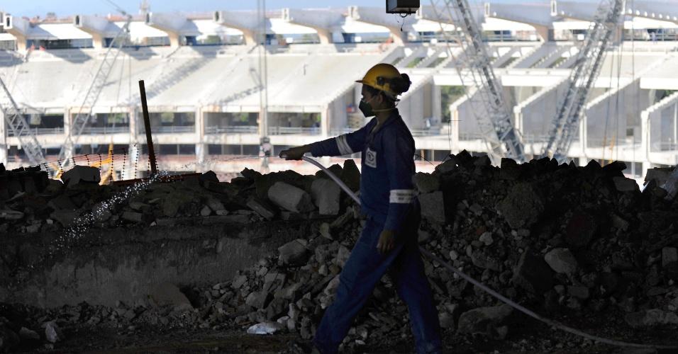 Operários voltam a trabalhar nas obras do Maracanã após encerrarem greve (19/09/11)