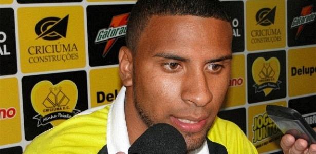 Pouco depois de ser comprado pelo Vasco, Nilson defendeu o Criciúma por empréstimo