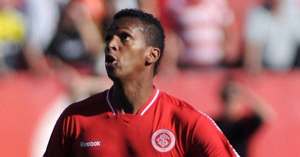 Jô ainda busca forma ideal no Inter (25/09/11)