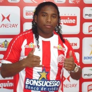Atacante Rafael Xavier é apresentado como jogador do Náutico