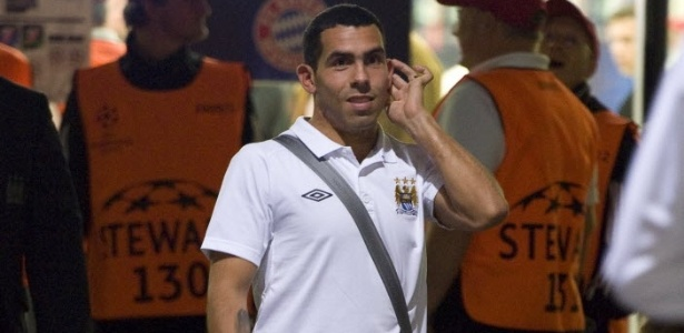 Tevez deixa o estádio após derrota do Manchester City para o Bayern de Munique pela Liga dos Campeões (27/09/11)