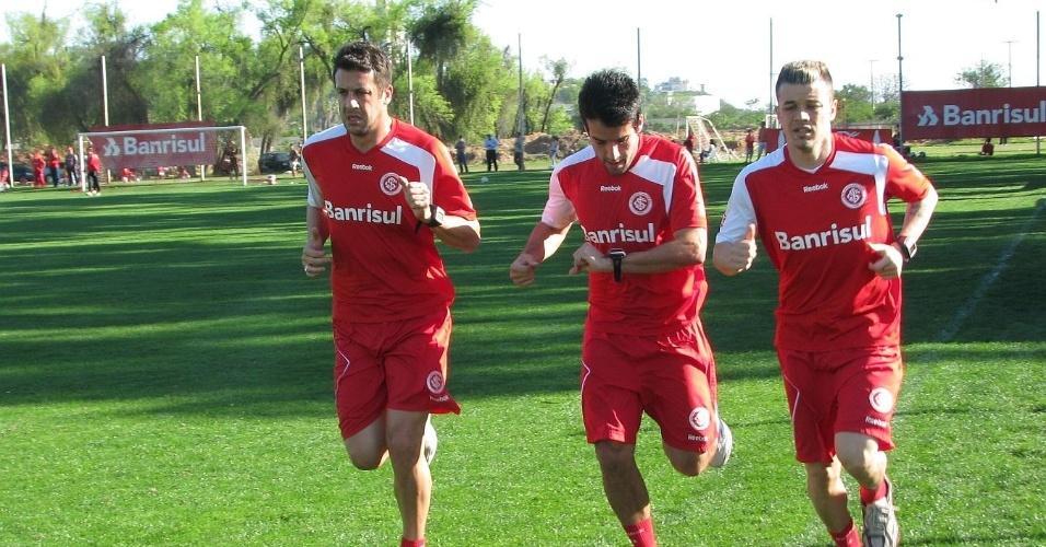 D'Ale treina fisicamente, ao lado de Sorondo e Ilsinho, às vésperas de ser liberado pelo DM (28/09/11)