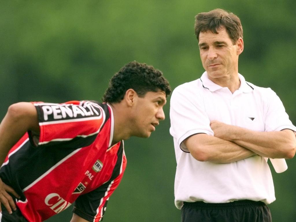 Márcio Santos conversa com Carpegiani quando os dois estavam no São Paulo