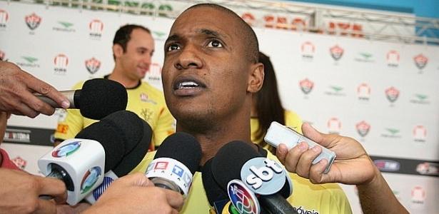 Lateral-esquerdo Gilberto, do Vitória
