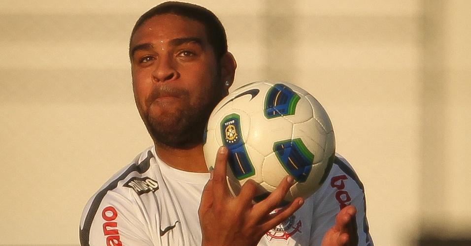 Adriano participa de treino do Corinthians no CT Joaquim Grava (30/09/2011)