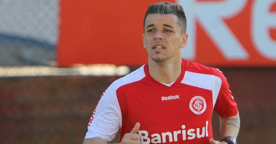 D'Alessandro sentiu desconforto na coxa, mas está confirmado no Inter (30/09/11)