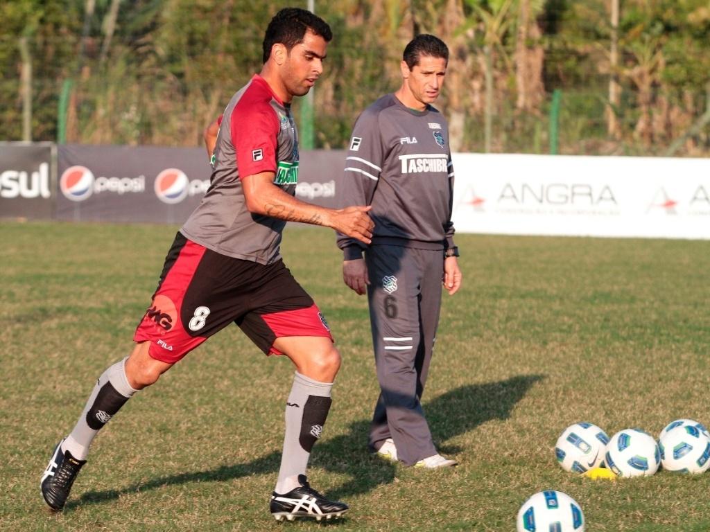 Maicon e Jorginho durante treinamento do Figueirense