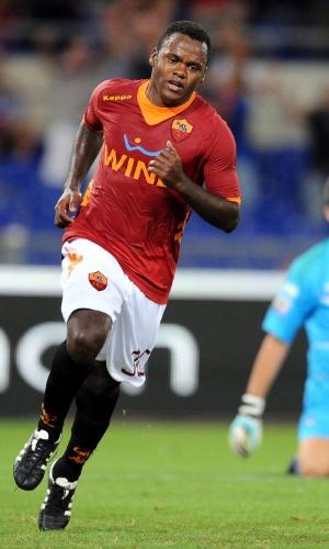 Fabio Simplicio comemora ao marcar um gol para a Roma contra o Atalanta