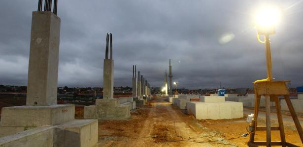 Futuro estádio do Corinthians, Itaquerão recebe as primeiras vigas e colunas de suporte
