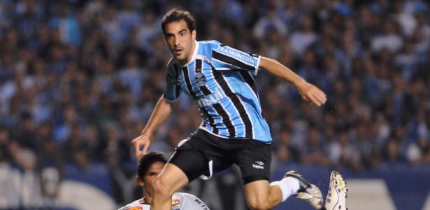Meia Escudero, ex-Grêmio, pode ser uma das novidades na segunda-feira