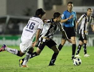 O atacante Caio disputa jogada no empate em 2 a 2 com o Bahia
