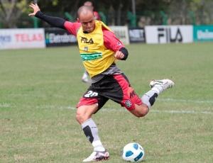 Júlio César chegou a ser sondado por diversos clubes, mas irá permanecer no Figueirense