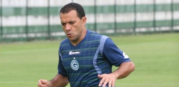 Atacante Iarley realiza um treino físico pelo Goiás
