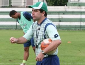 O técnico Enderson Moreira teve seu contrato renovado até o final da próxima temporada