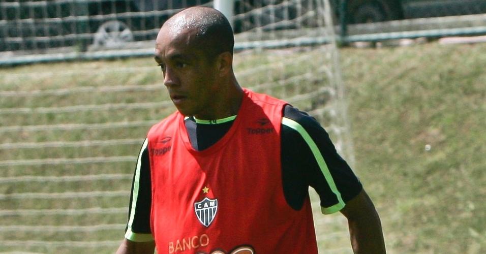 Lateral Triguinho durante treino do Atlético-MG na Cidade do Galo (20/10/2011)