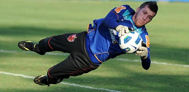 Paulo Victor afirmou que vem evoluindo como goleiro e espera melhorar ainda mais