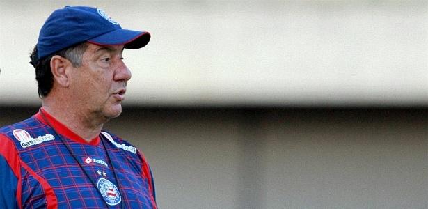 Joel Santana comanda treino do Bahia no estádio de Pituaçu (29/09/2011)