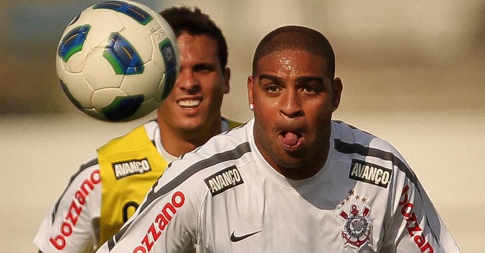 Adriano treina no Corinthians e ainda busca a sua melhor condição física (28/10/2011)