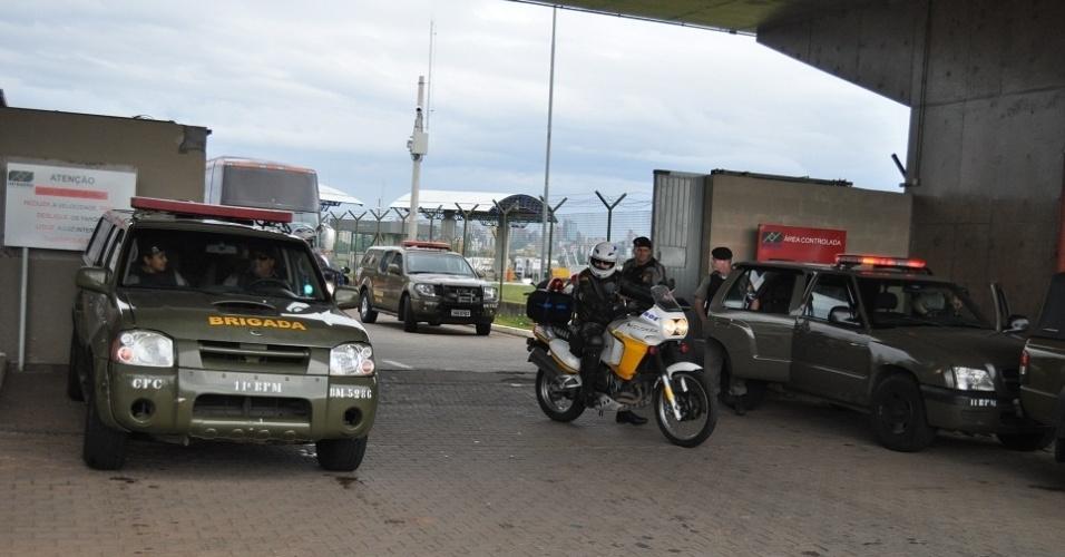 Esquema de segurança para chegada do Flamengo em Porto Alegre (29/10/2011)