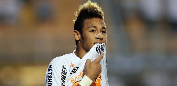 Neymar em ação pelo Santos; atacante sinalizou sua vontade de seguir no país até 2014