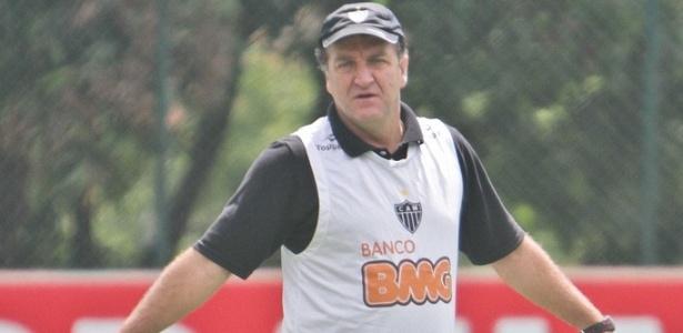 Técnico Cuca reconhece alívio por ter evitado a queda para a Série B do Brasileiro