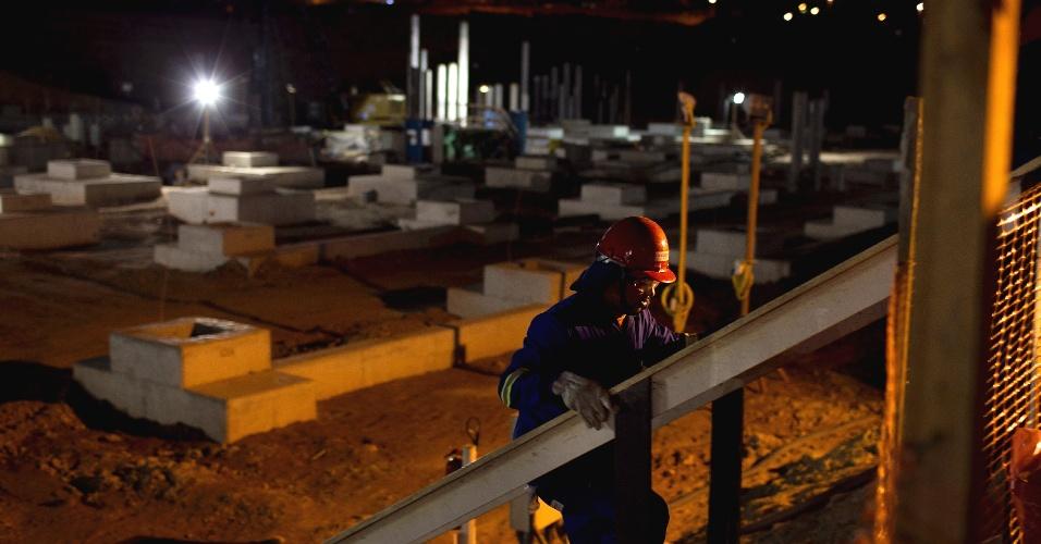 Obras do estádio corintiano tiveram na terça-feira o início de um turno que vai até as 23h, para que o clube cumpra no prazo a conclusão da arena de abertura da Copa-2014 (02/11/2011)