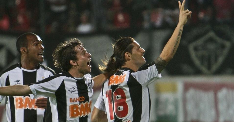 Richarlyson, Bernard e Marquinhos na vitória do Atlético-MG sobre o Grêmio