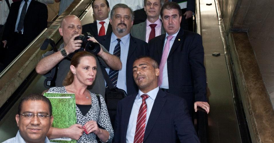 Acompanhado de comissão de parlamentares, Romário visitou as obras do Itaquerão (07/11/2011)