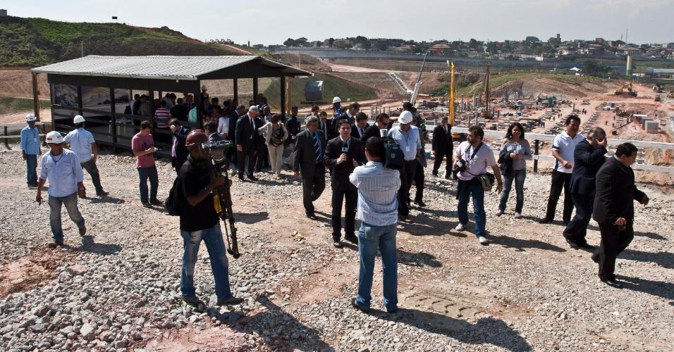 Comissão de parlamentares visitou as obras do Itaquerão nesta segunda-feira (07/11/2011)