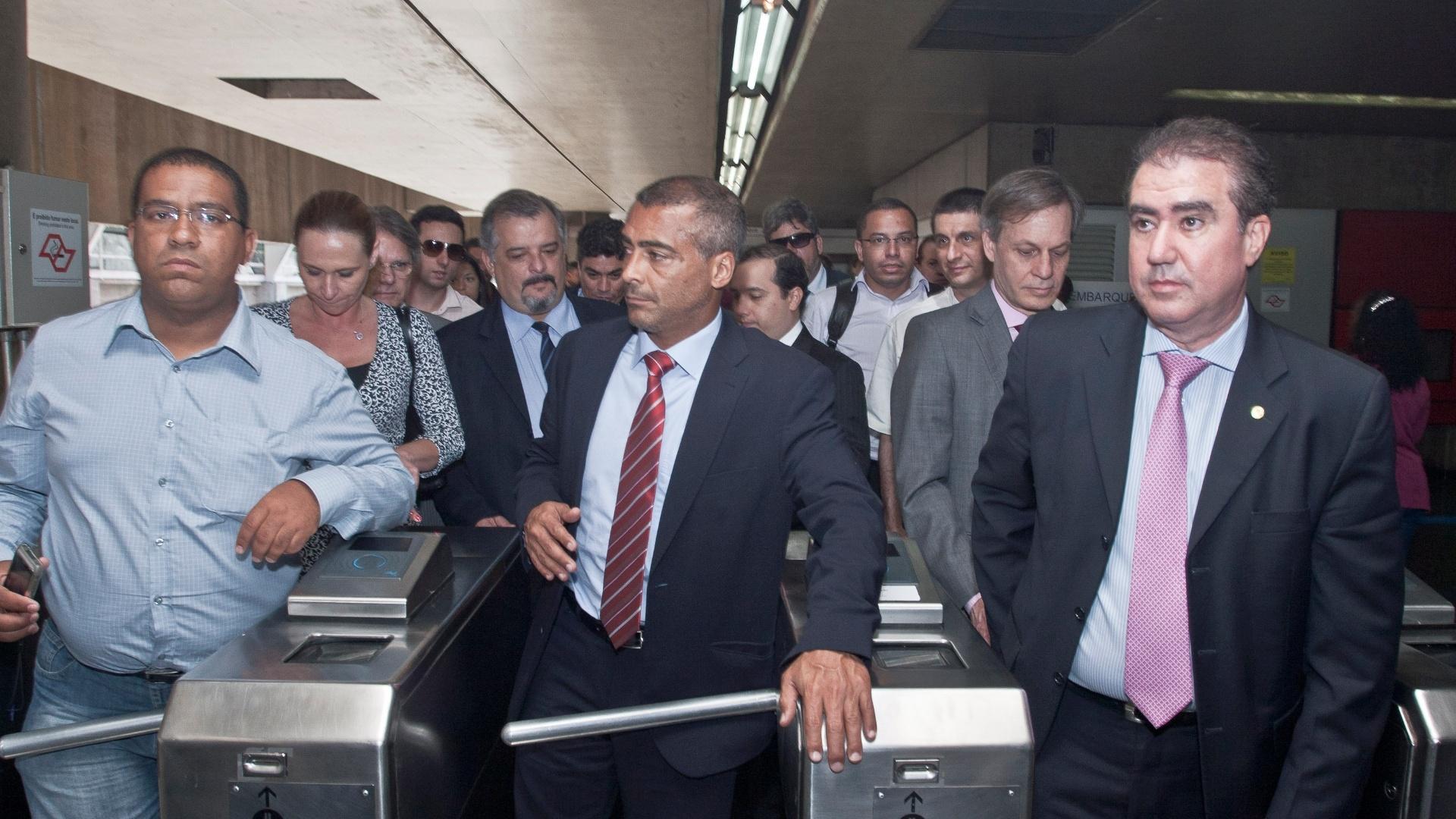 Romário chega de trem ao Itaquerão
