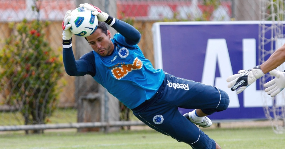 Goleiro Fábio durante treino do Cruzeiro na Toca da Raposa II (8/11/2011)