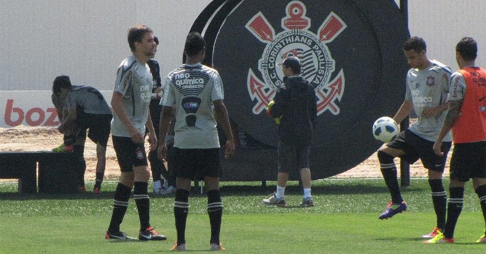 Zagueiro Paulo André treina no CT Joaquim Grava