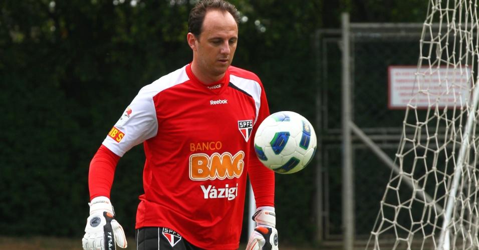 Após ficar fora das duas últimas partidas do São Paulo, Rogério Ceni treinou normalmente nesta quinta-feira (10/11/11)