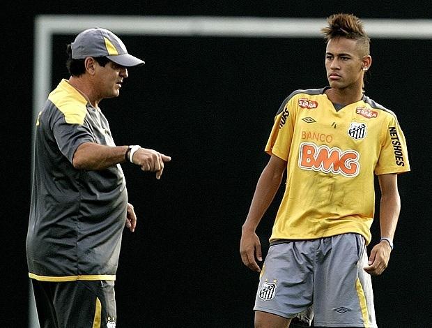 Muricy Ramalho conversa com Neymar em treinamento do Santos