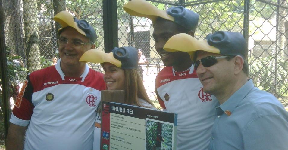 Patricia Amorim e Renato Abreu posam para foto durante evento no Jardim Zoológico, no Rio de Janeiro