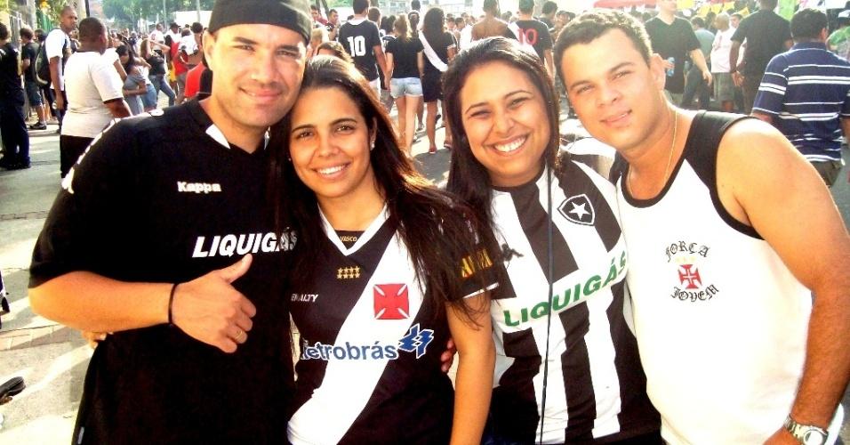 Torcedores de Vasco e Botafogo se confraternizam antes do jogo no Engenhão