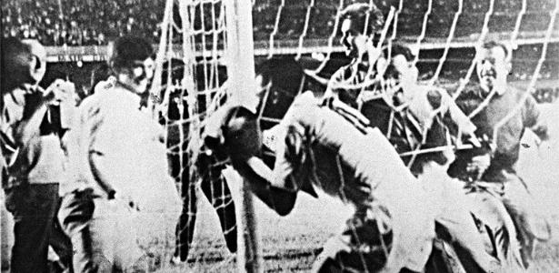 Milésimo gol de Pelé poderia ter saído três dias antes, contra o Bahia - Arquivo/Folhapress