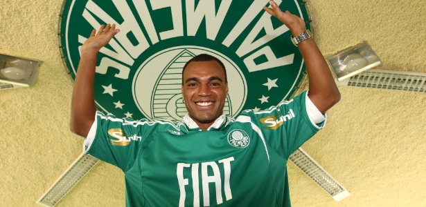 Atacante tentou manter a forma física no São Paulo em 2007, mas foi barrado; no ano seguinte, voltou ao futebol brasileiro para defender o Palmeiras