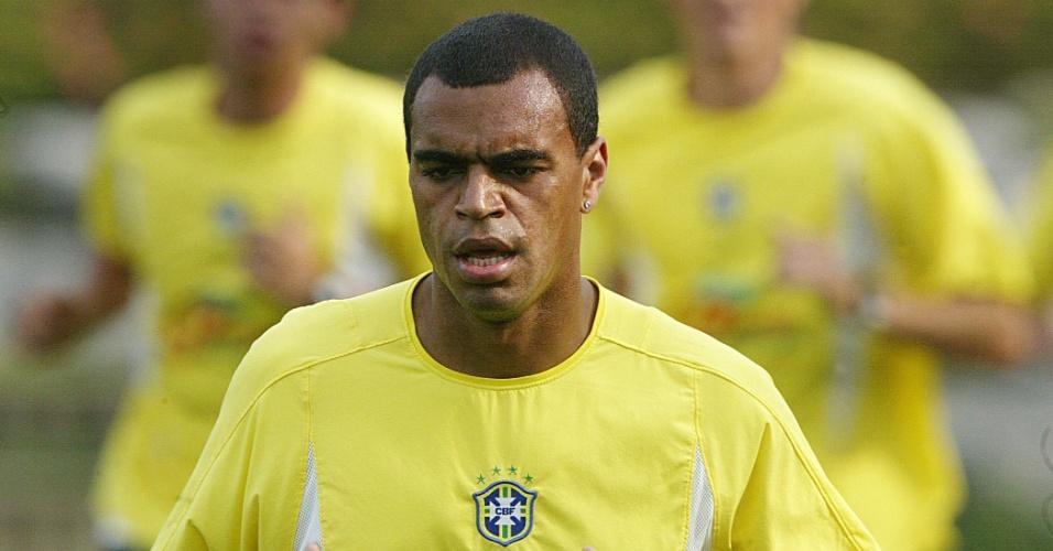 Denílson treina com a seleção brasileira na Copa do Mundo de 2002