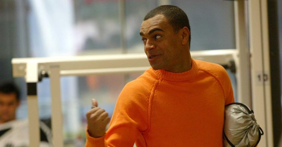 Denílson visita treino do São Paulo em 2006